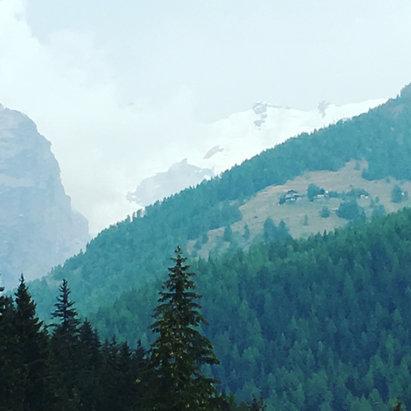 Champoluc - Monterosa Ski - Aspettiamo fiduciosi.....  - © iPhone di Giampiero