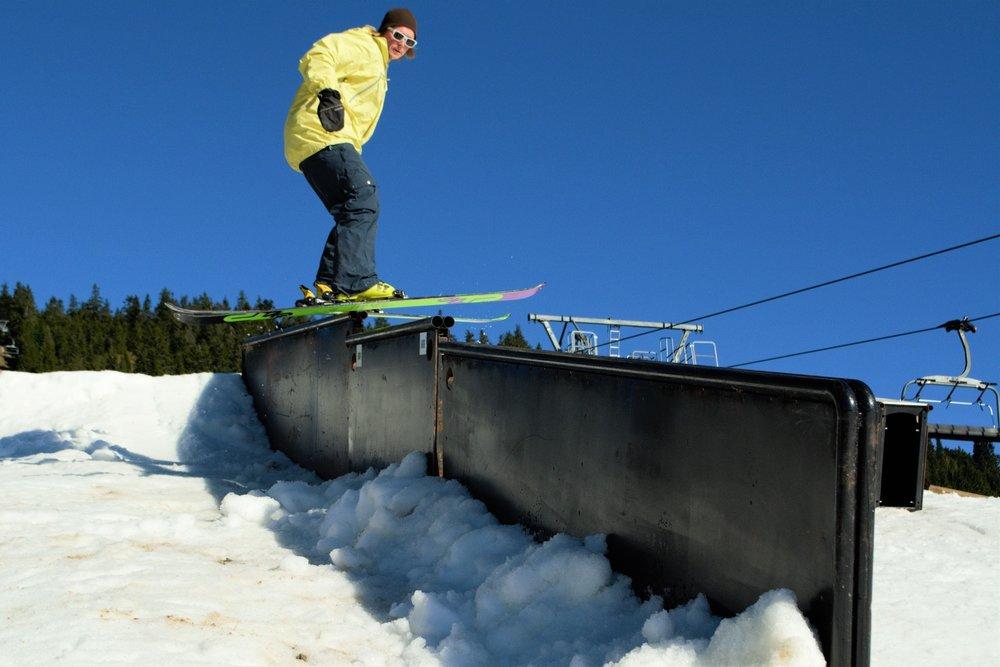 Jibbeparken på Sjusjøen Skisenter har gode forhold og planlegger å være åpen til 16. oktober. - © Sjusjøen Skisenter