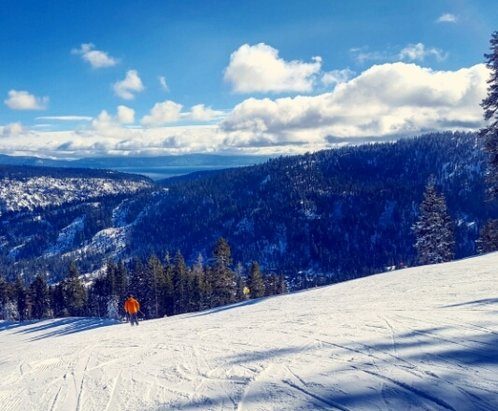 Squaw Valley - Alpine Meadows - Not a bad day on Thursday! Could deff use a bit more snow, but what they have does tho jobs. ZERO crowds!! - © emmy