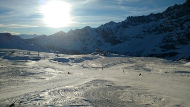 Cervinia - Breuil - hard packed snow and sunny. what's not to like ? - © Richard