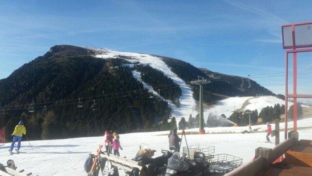 Obereggen - Pampeago - Predazzo - Anche se la neve era tutta artificiale, si scia molto bene perchè essa tiene anche fino alle 16. - © Anonimo