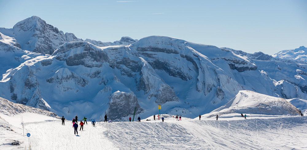 C'est à Montriond que se niche l'une des plus longues pistes des Portes du Soleil. L'Abricotine se dévale sur près de 8 km depuis les crêtes marquant la frontière avec la Suisse jusqu'au pied de la télécabine d'Ardent. - © Yvan Tisseyre / OT Vallée d'Aulps