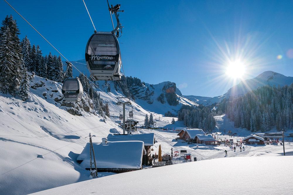 Conditions de ski idéalles (soleil et neige fraîche) sur le domaine de Montriond - © Yvan Tisseyre / OT Vallée d'Aulps