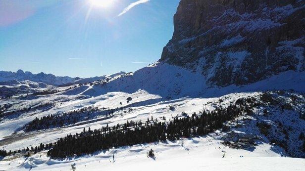 Val Gardena - Selva - Ortisei - Santa Cristina - un vero e proprio miracolo sportivo di tutto lo staff #dolomitisuperski. non tutte le piste aperte. ma quelle praticabili sono PERFETTE ! Con la neve che a tenuto fino a fine giornata. - © Jambone 22