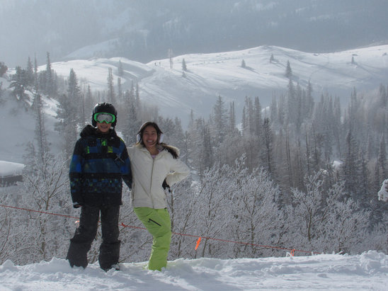 Deer Valley Resort - Awesome slopes today!! Nice and soft fith some powered in the trees. Very fun! - ©Asian skier