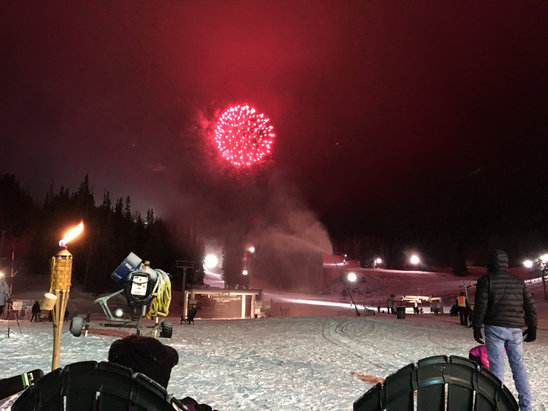 Sunrise Park Resort - Awesome night sesh, great coverage and some fireworks to top it off!!! Happy New Year to all!!! - © Greg's iPhone 6s