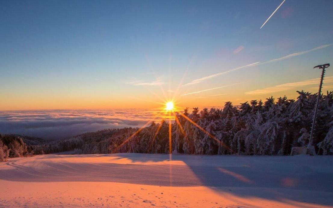 Sonnenaufgang im Skigebiet Jauerling - © Josef Salomon - wachaufoto.at