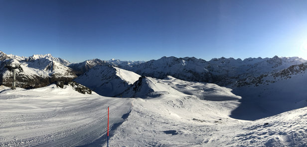 La Thuile - Neve dura in Italia. Quella fresca si trova a la Rosiere grazie alla nevicata del 05/01/2017 - © JPR