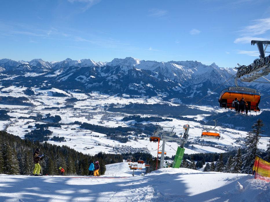 Blick von den Pisten des Skigebiets Hörnerbahn Bolsterlang - © Hörnerbahn Bolsterlang