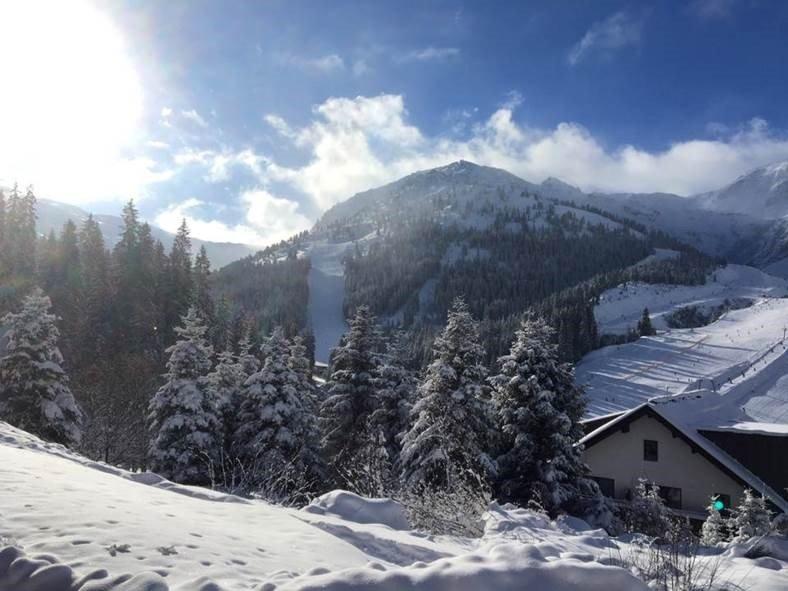 Das Skigebiet Hochfügen ist schön verschneit - © Hochfügen