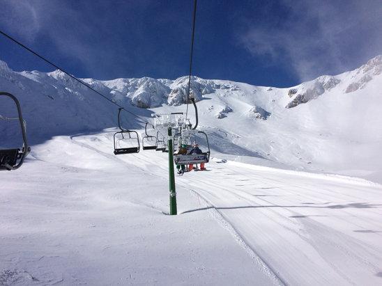 Ovindoli - Strade abbastanza pulite, neve fantastica! Impianti credo tutti aperti!  - © iPhone