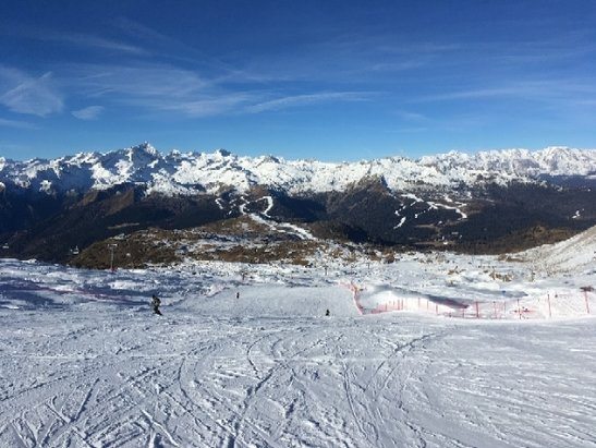 Madonna di Campiglio - not a lot of snow, but enough to ski - © anonymous