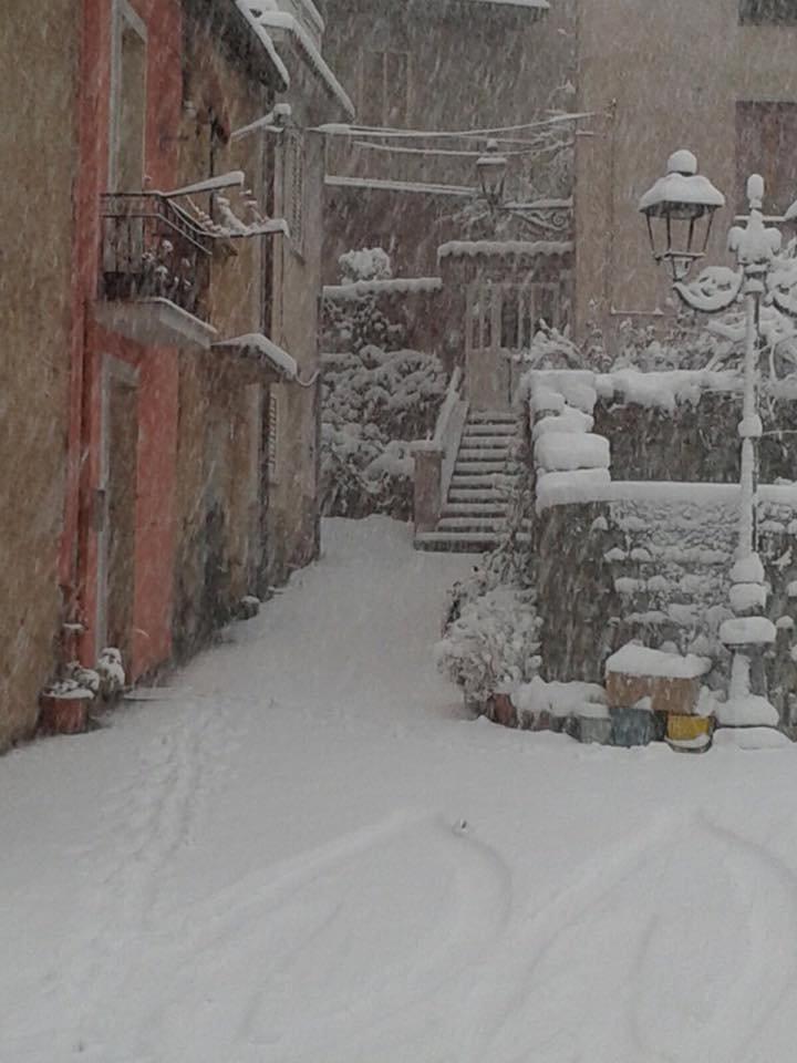 Neve fresca in Sardegna! Città: Tiana - © Sardegna Live Facebook