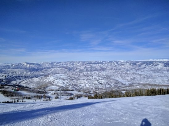 Aspen / Snowmass - Beautiful day on Sunday. No crowds and slopes conditions are terrific. Going back out tomorrow.  - © Sk7er