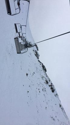 Zakopane - Kasprowy Wierch - Warunki dobre. Widoki jeszcze lepsze.Bez kolejek przy wyciągach. Jedynie na dolnych odcinkach wystające skały i korzenie. - © iPhone (Artur)