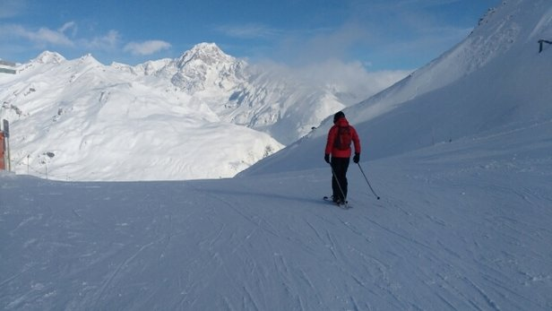 La Thuile - another busy day with Monte Bianco for company - © russg