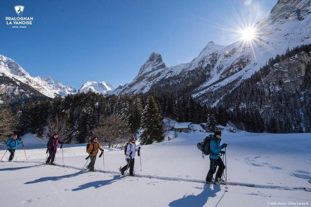 Ambiance hivernale et balade en raquettes à proximité de Pralognan la Vanoise - © Gilles Lansard / OT de Pralognan la Vanoise