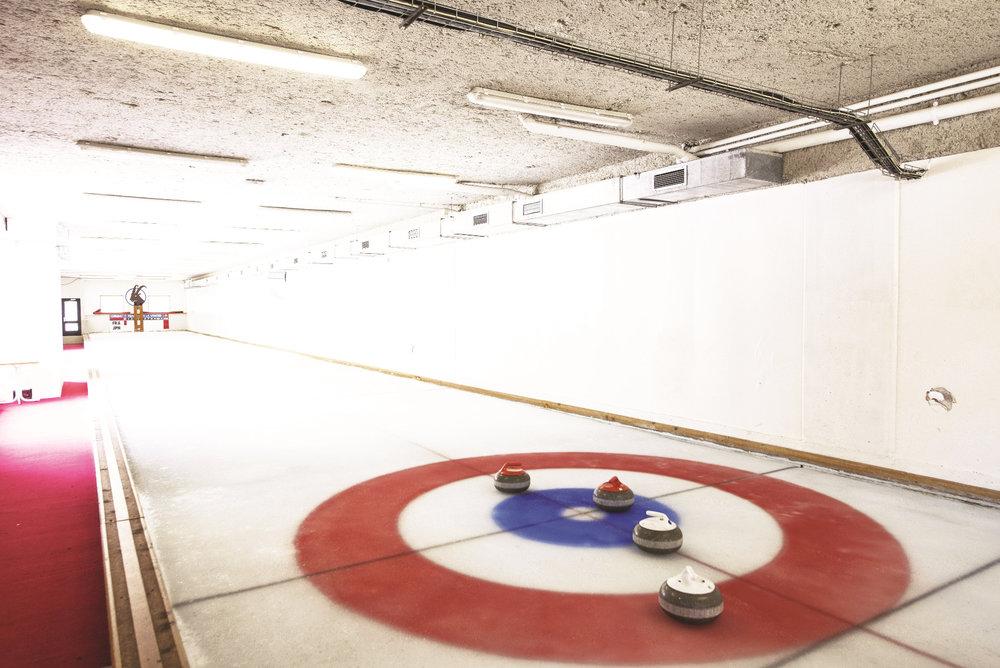 Pralognan la Vanoise est l'une des seules stations de ski françaises à disposer d'une piste de curling - © Gilles Lansard / Office de tourisme de Pralognan la Vanoise