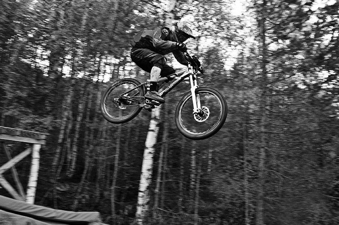 Kongsberg_DH_jump_summer_blackwhite_677px