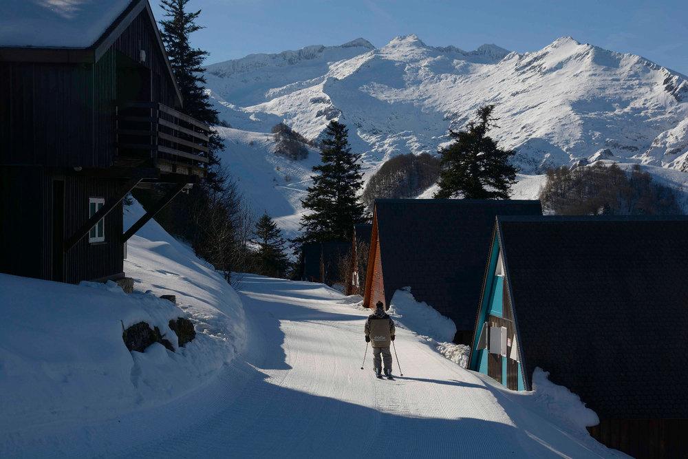 A Guzet, vous regagnez votre chalet skis aux pieds - © Alex Gosteli