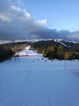 Le Ballon d'Alsace - De la bouillie au sur les pistes au soleil, de la glace sur les pistes à l ombre et peu de neige en dehors des pistes. Triste saison au ballon. - © anonyme