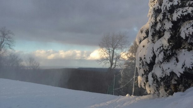 Roundtop Mountain Resort - they made snow but it's icy - © brautigger