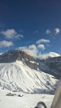 Campitello di Fassa - Col Rodella - Sellajoch - neve fresca ma gia' ben battuta. Condizioni meteo ottimali - © Anonimo