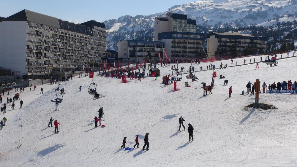 La galerie marchande de La Pierre Saint Martin et ses résidences au pied des pistes de ski - © Stéphane GIRAUD-GUIGUES / Skiinfo
