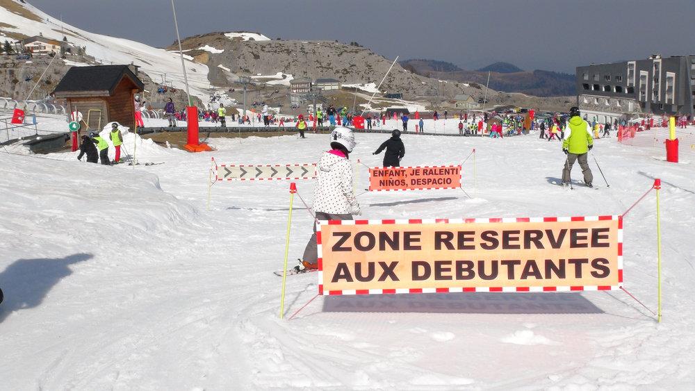 L'Espace Découverte de la Pierre Saint Martin, une zone clairement délimitée afin de garantir la sécurité des skieurs débutants - © Stéphane GIRAUD-GUIGUES / Skiinfo