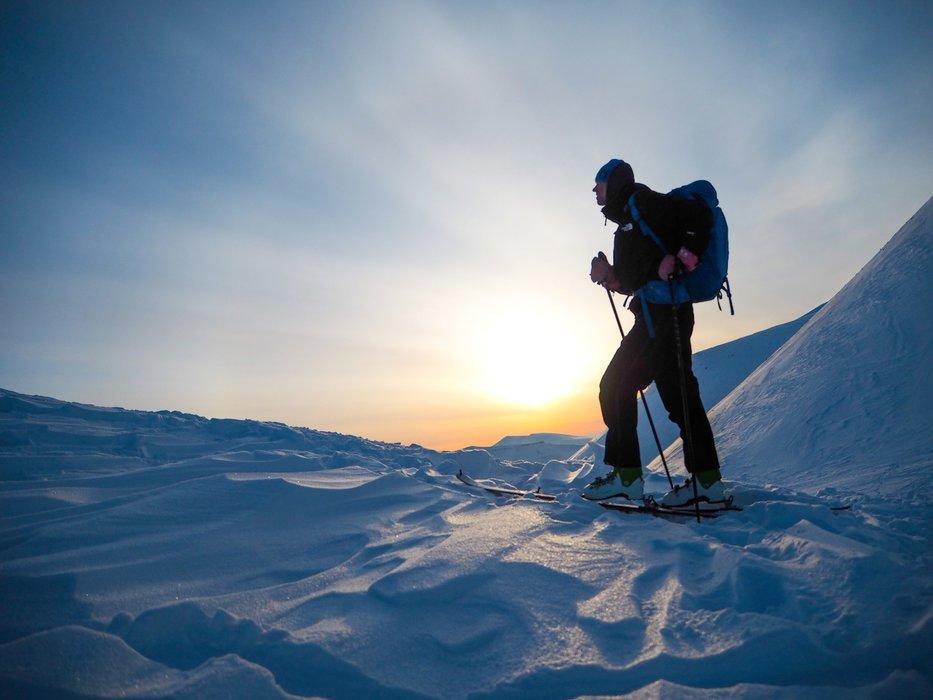 På platået fra Longyearbreen og opp mot Lars Hiertatind. - ©Vigdis Skogly