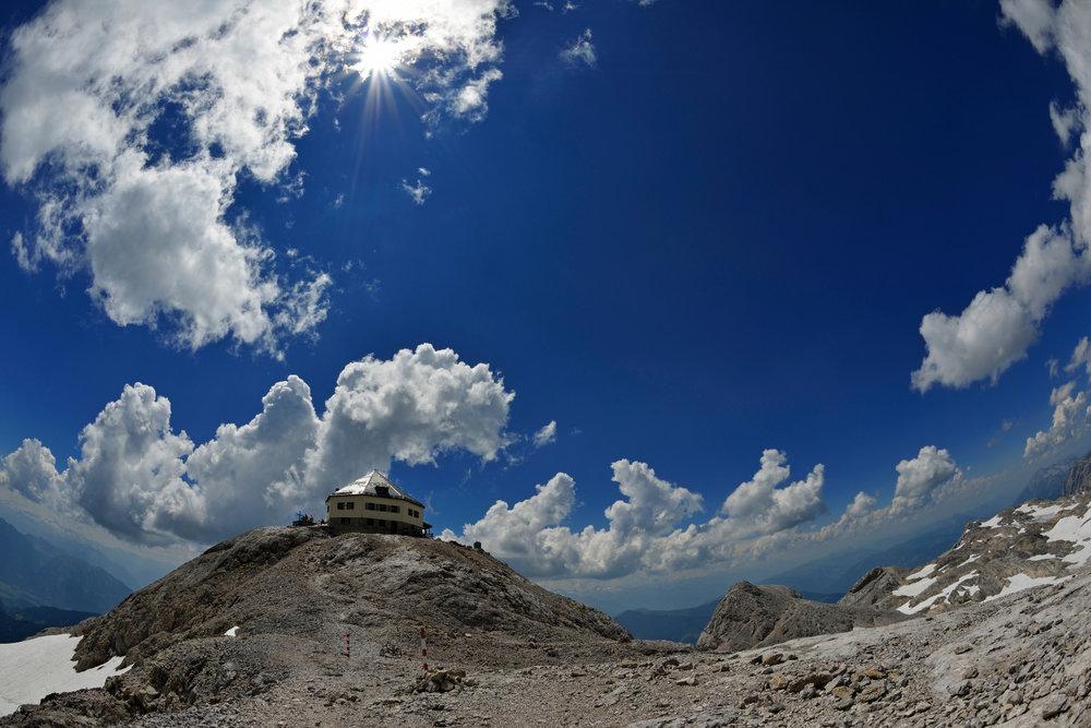 Blick auf das Matrashaus (2941 Meter Seehöhe) auf dem Gipfel des Hochkönig - ©Norbert Eisele-Hein