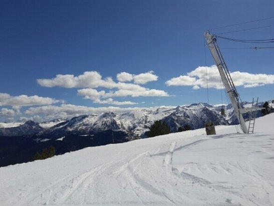 Ax 3 Domaines - 1ere année sur cette station... certainement pas la dernière ! nous avons trouvé notre bonheur : skier en mars avec de la neige en quantité tout en profitant du soleil ! trop bien !  - © iscolupa