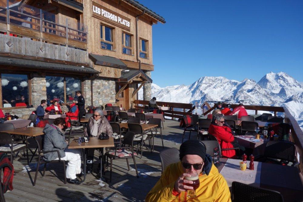 Nyt en øl eller en bedre på lunsj på 2738 moh. - © Christine Amdam