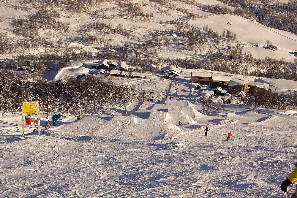 Det har kommet en meter snø i Myrkdalen den siste uka. Vestlendingene har vinterferie denne uka og kan juble over nydelige forhold. Her fra torsdag 23. februar. - © Ole Vidar Søviknes