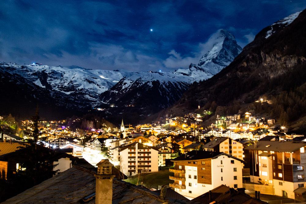 Zermatt bei Nacht - © Skiinfo