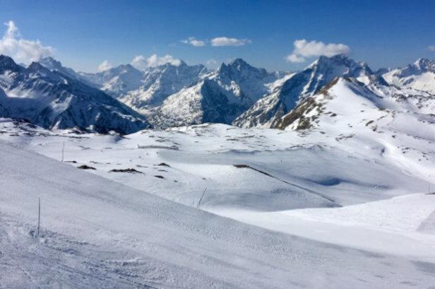 Les 2 Alpes - Bravo aux équipes des 2Alpes pour leur remarquable travail du manteau neigeux et ce tout les jours  - © Jmtn