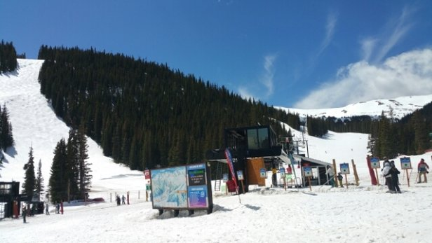 Loveland - Nice day on the slopes! Sunny and perfect weather for 4/18!  - ©dennisalbanese