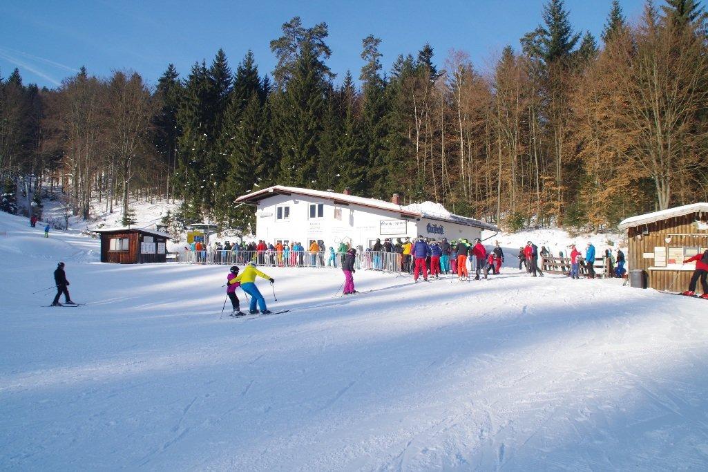 Beliebt bei Skifahrern in der Region: der Klausenlift - © http://www.klausenlift.de