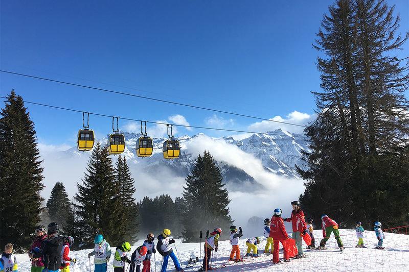 Action auf den Pisten im Skigebiet Braunwald