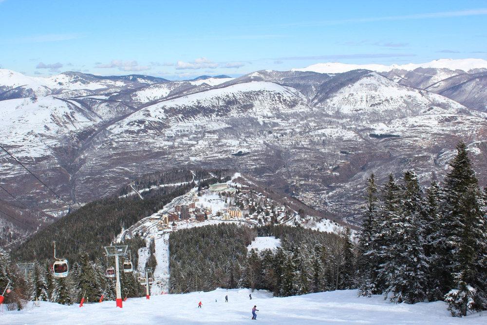 En route pour les pistes de ski d'Ax 3 Domaines... - © Station d'Ax 3 Domaines