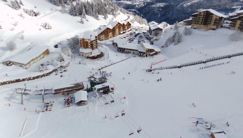 Vue aérienne de la station de ski d'Auris en Oisans - © Station d'Auris en Oisans