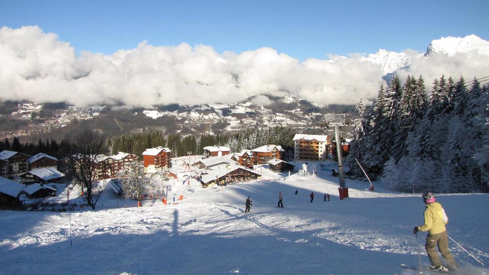 Retour skis aux pieds jusqu'à Morillon - © Morillon Tourisme