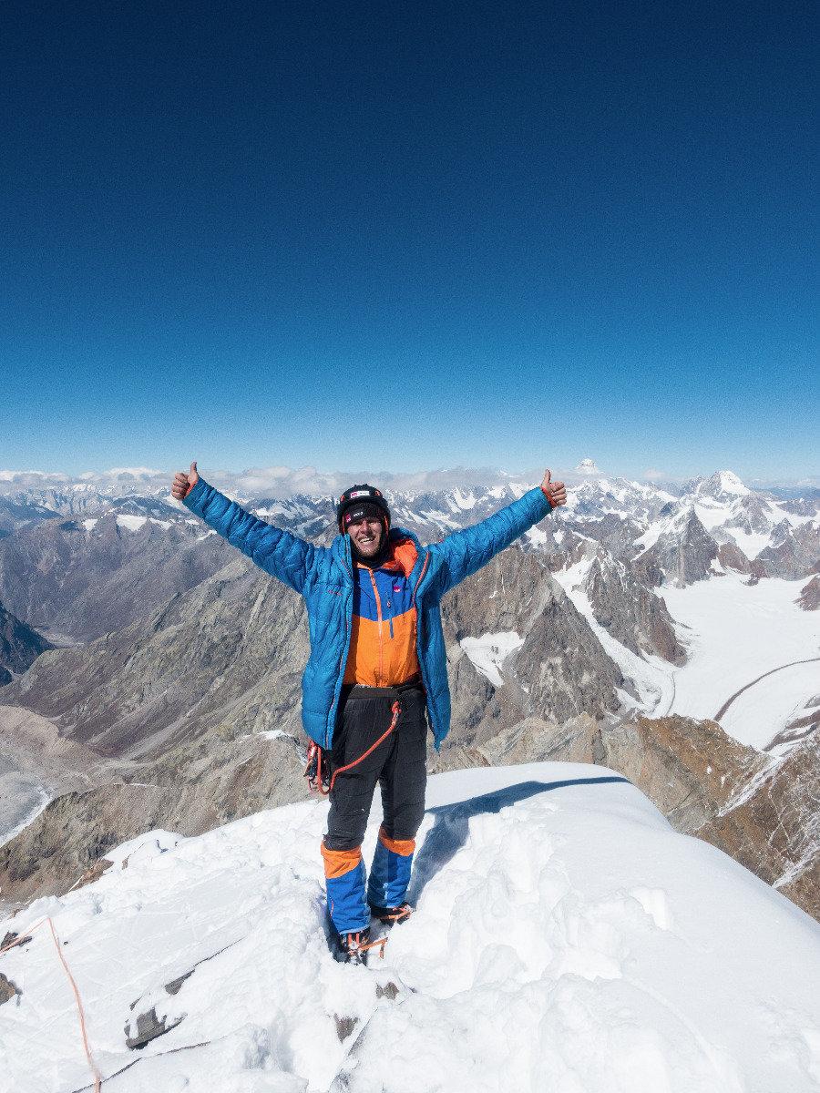 Stephan Siegrist am Gipfel des Cerro Kishtwar - ©Timeline Produtions