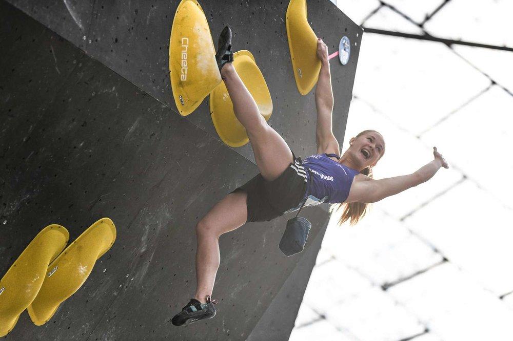 Shauna Coxsey (GBR) wurde Zweite im Finale und ist Gesamtweltcupsiegerin - © DAV / Nils Noell