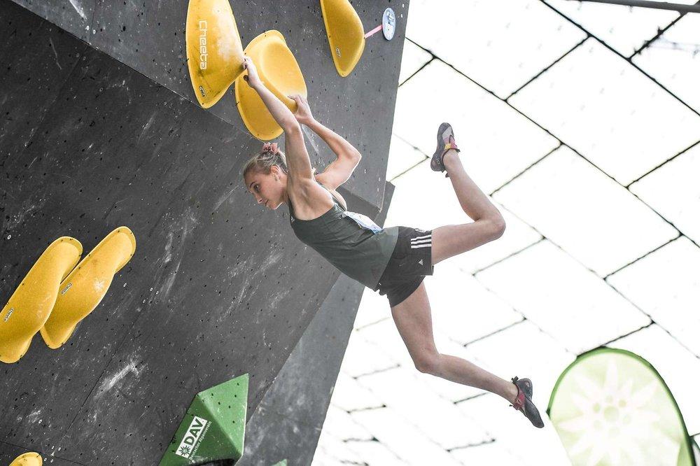 Spektakulär: Janja Garnbret aus Slowenien ist derzeit die überragende Kletterin auf dem Planeten - © DAV / Nils Noell