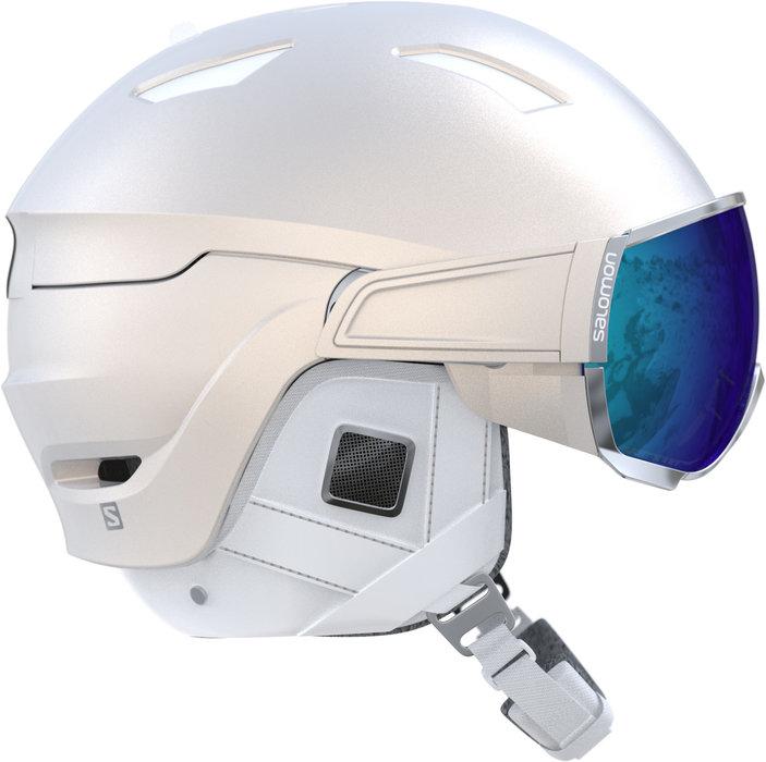 Modèle unique, le casque Salomon MIRAGE + dispose d'un système d'écrans facilement interchangeables et de la technologie exclusive Motion Shield pour une utilisation plus pratique, un meilleur fit et un confort accru. – 260,00€ - © Salomon