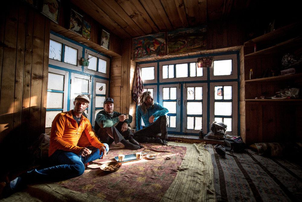 In dem buddhistischen Dorf Sumchan werden die Kletterer gastfreundlich beherbergt - © Timeline Productions