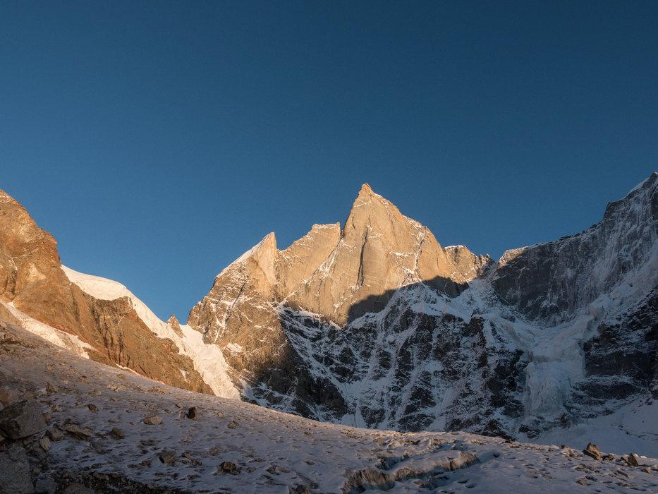 Cerro Kishtwar, 6155 Meter im letzten Licht - © Timeline Productions