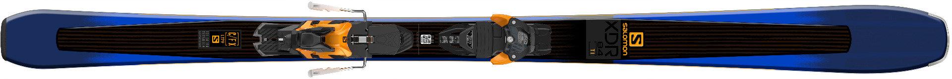 Ces skis ont été conçus pour les skieurs experts à la recherche d'un programme piste polyvalence. Ils offrent une glisse bien amortie et stable. – 800,00€ - © Salomon