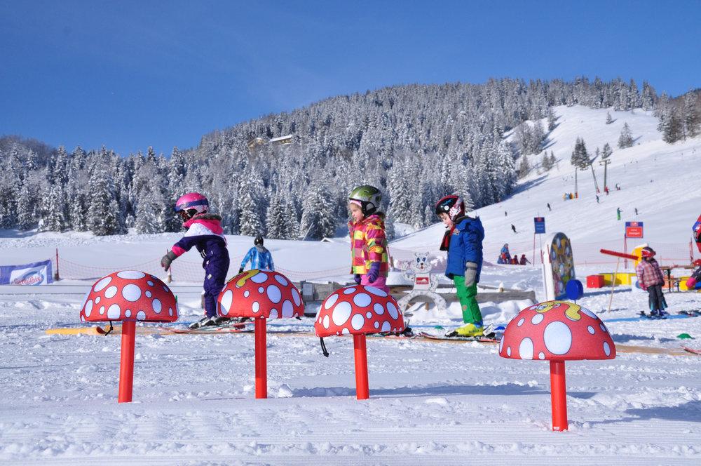 Kinder üben das Skifahren am Sudelfeld - © Bergbahnen Sudelfeld